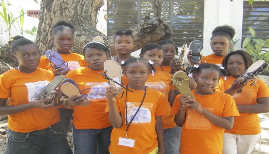Donations of sandals to La Petite Bousole by Fief Company